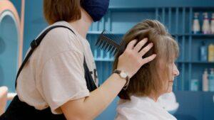 Puszenie włosów – Jaka jest przyczyna problemu?