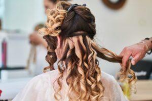 Puszenie włosów – a może silikony?