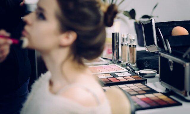 Makijaż mineralny – Jak działają kosmetyki mineralne?