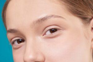 Na czym polega laminacja brwi?