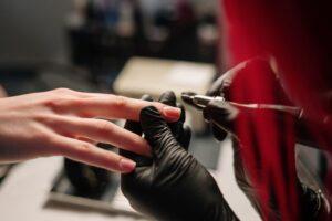 Jak się robi paznokcie hybrydowe?